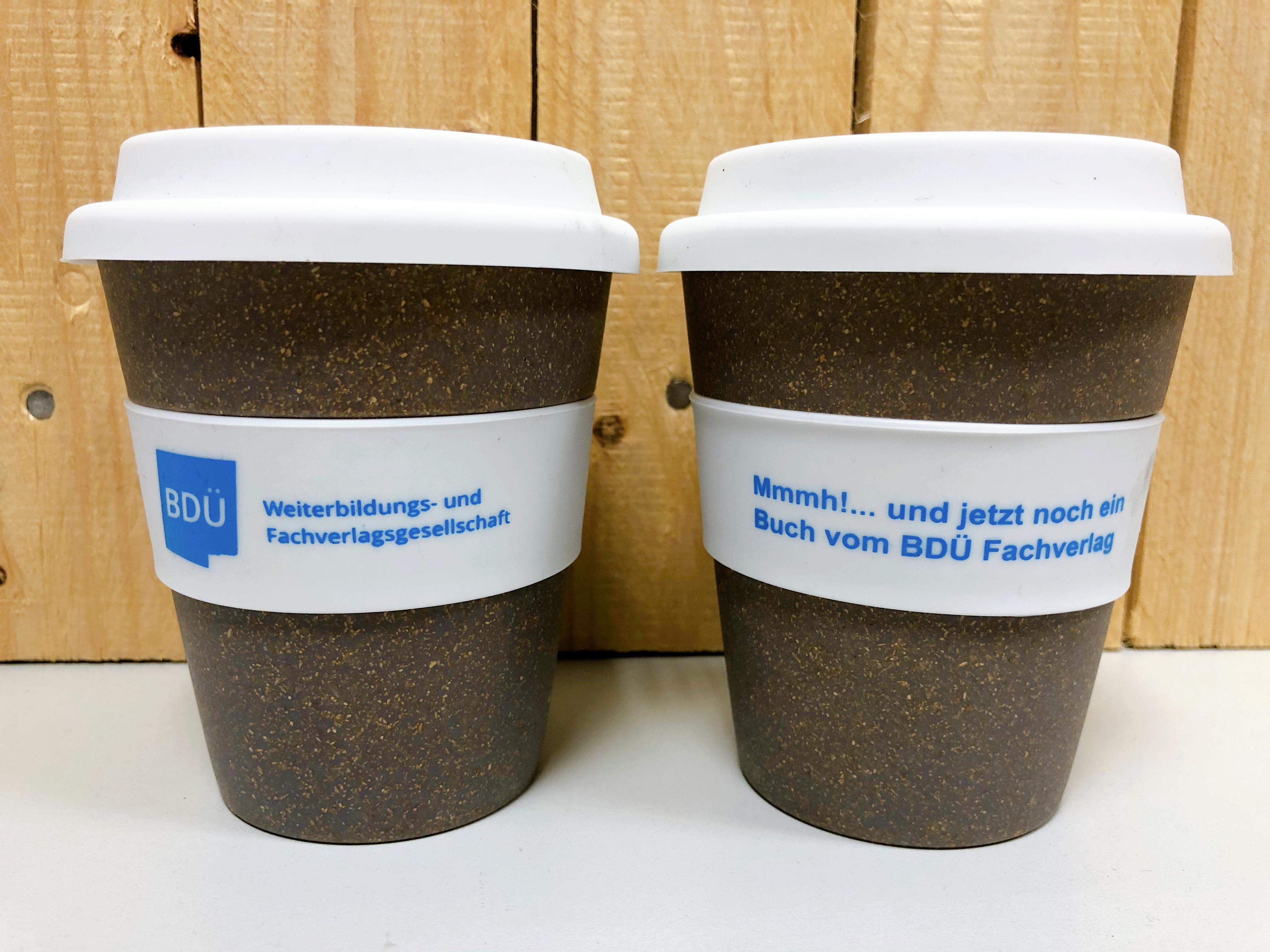 Coffee-to-go-Becher - Mmmh!... und jetzt noch ein Buch vom BDÜ Fachverlag