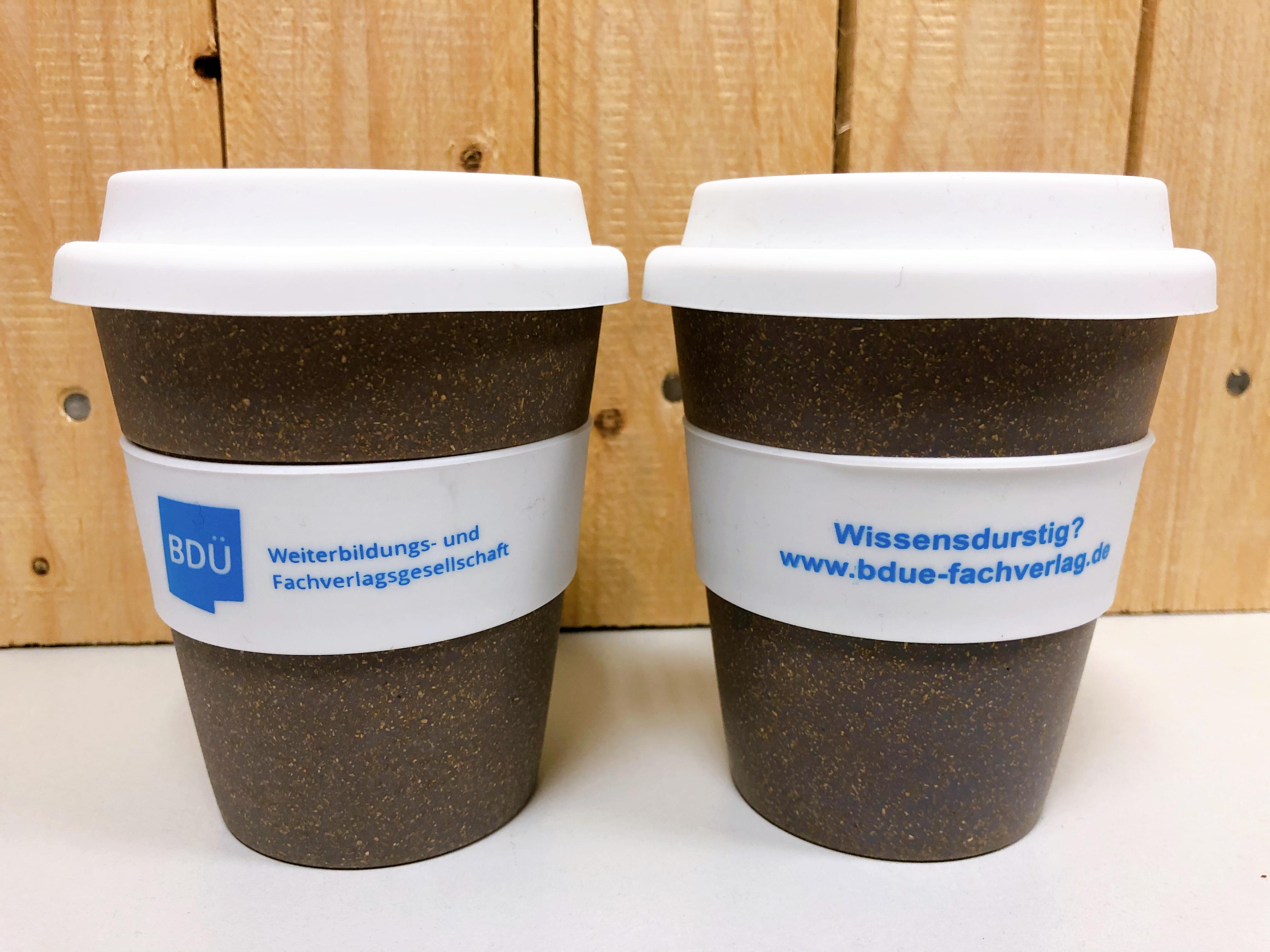 Coffee-to-go-Becher - Wissensdurstig? www.bdue-fachverlag.de